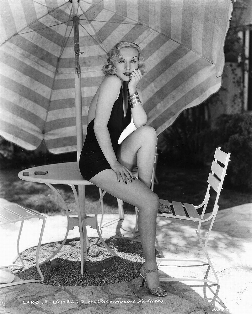 Carole Lombard at the pool ... wow.